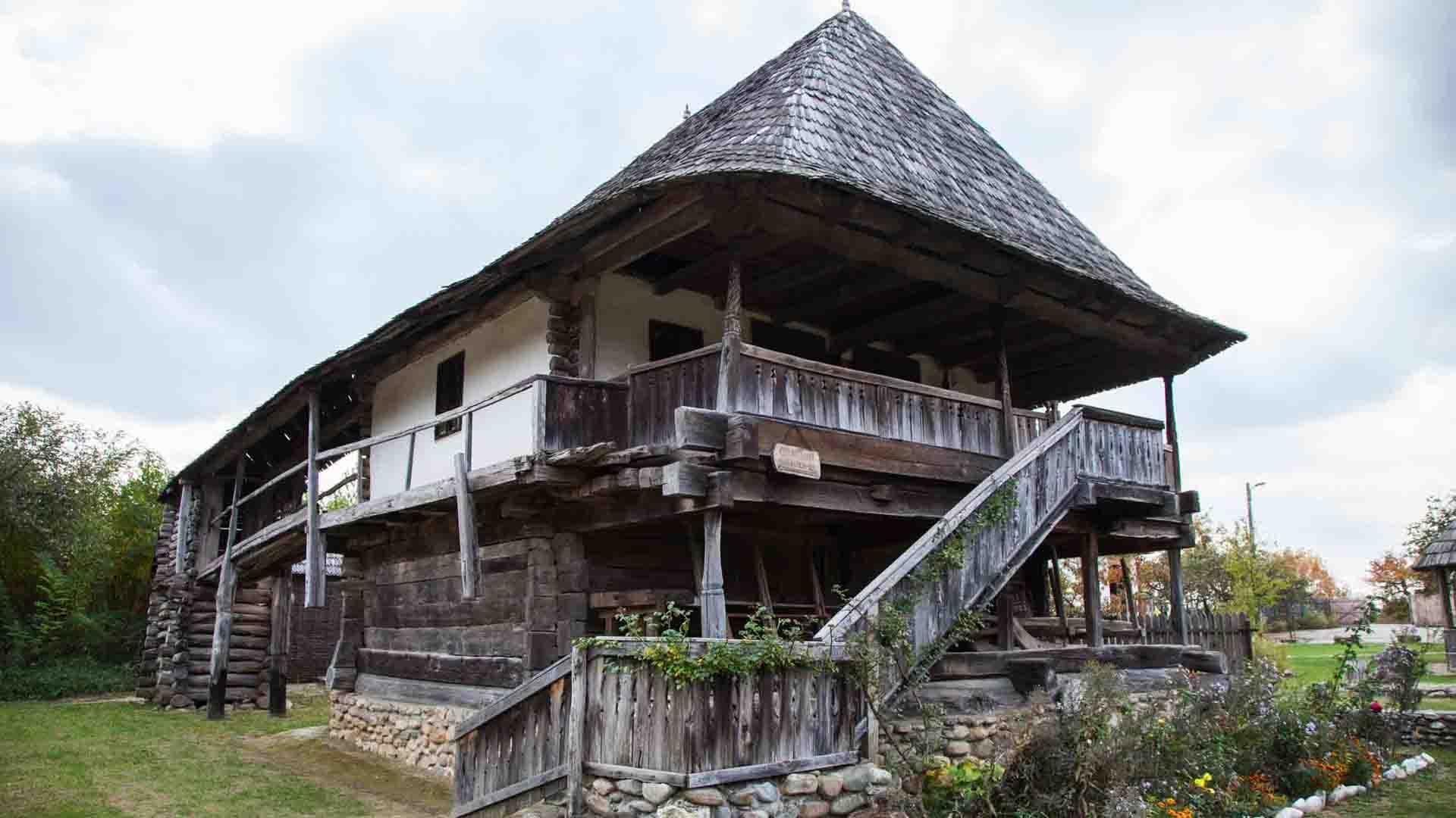Case țărănești Curtișoara